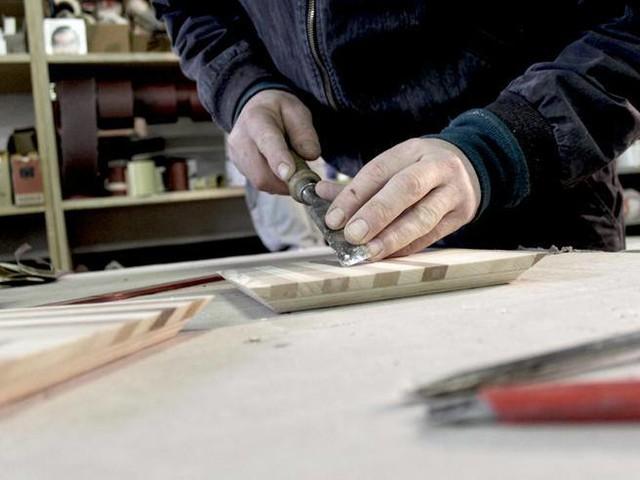 Dal carcere all'impresa: Oggetti di design col legno di riciclo