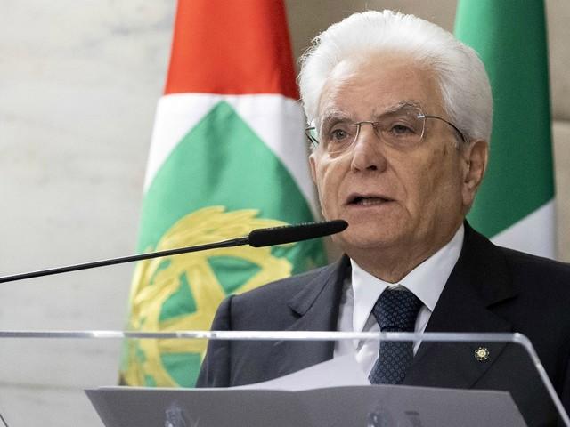 """Sicurezza bis, Mattarella firma il decreto ma rileva due criticità: """"Rilevanti perplessità"""". E invia una lettera a Conte, Fico e Casellati"""