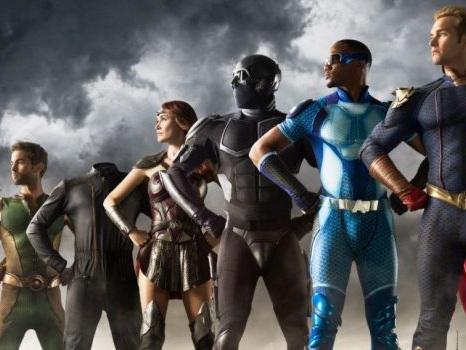 The Boys non è la solita serie sui supereroi: come salvare il mondo secondo Seth Rogen, tra fama e selfie