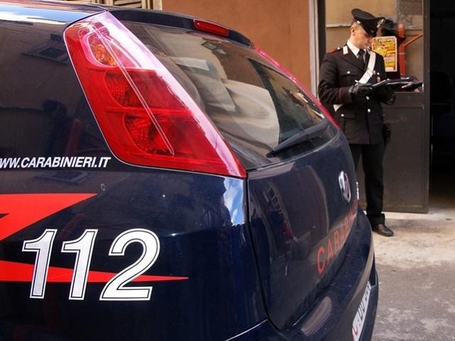"""""""Voglio andare in carcere"""". Picchia carabiniere e si fa arrestare"""