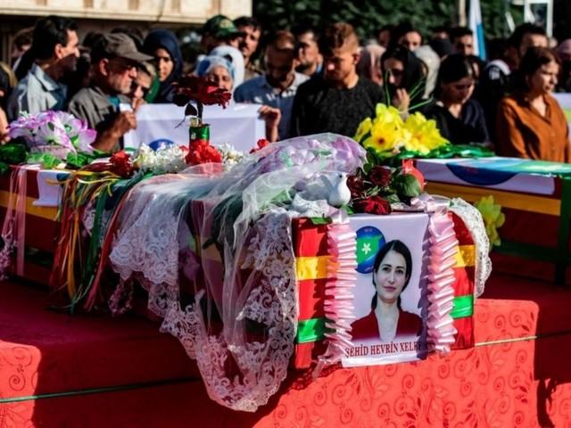 Addio a Hevrin Khalaf, che lottava per le donne e la pace