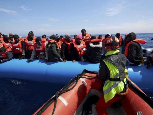 Migranti, anche Trenta e Toninelli vietano l'ingresso alla Alan Kurdi | La nave inverte rotta verso Malta