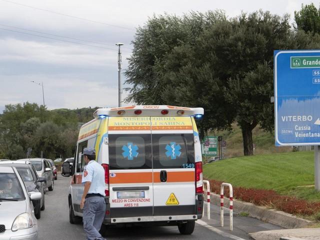 Roma, bambino di 10 anni muore in strada: era sull'auto dei genitori ferma nel traffico