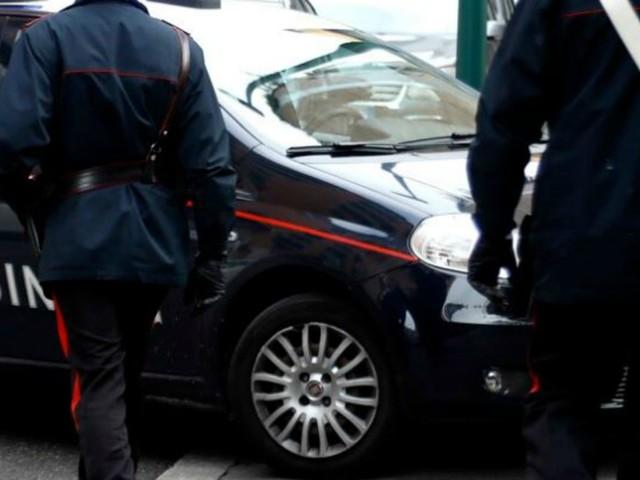 Mantova, lavoratori costretti a turni di 18 ore e a dormire in container: arrestati due imprenditori
