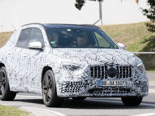 Mercedes-Benz: le foto spia della GLA 45 AMG