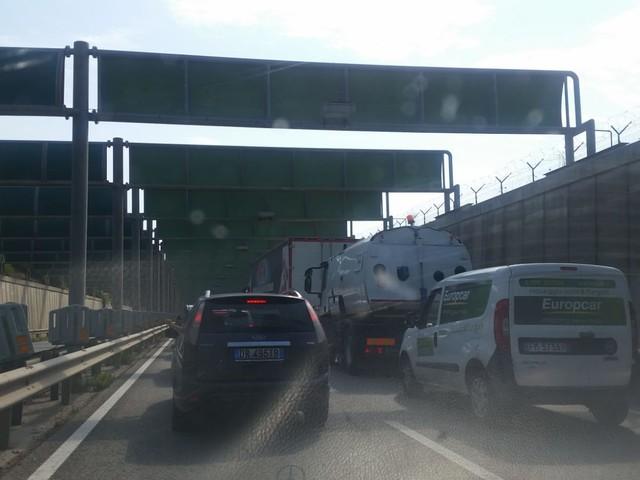 Bari: tamponamento in tangenziale, coda chilometrica Da Palese, fila anche nella strada per l'aeroporto
