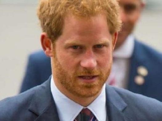 """""""Così ha ridotto Harry"""". Le accuse a Meghan Markle. La vita del principe è cambiata"""