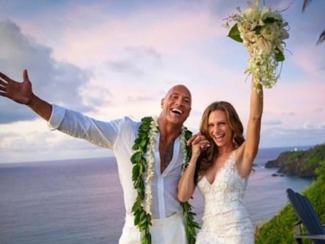 Dwayne «The Rock» Johnson sposo a sorpresa alle Hawaii