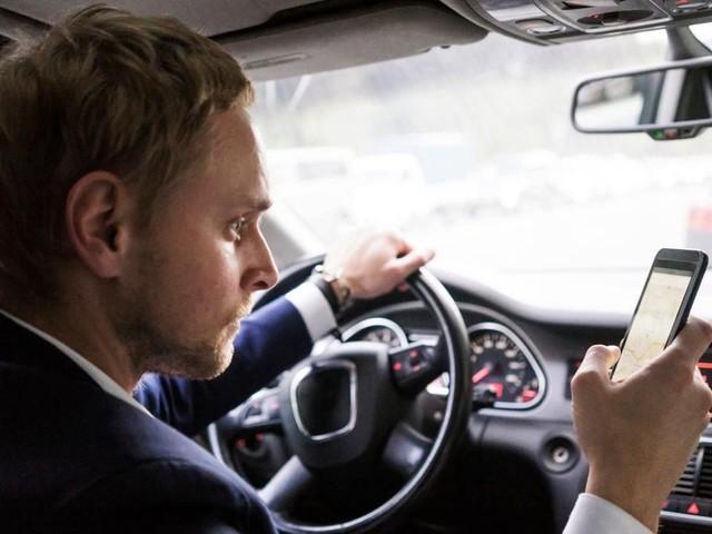 Smartphone alla guida: videocamere AI in Australia, il funzionamento