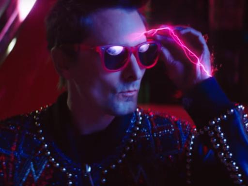 """Muse: il video del nuovo singolo """"Thought Contagion"""" è affollato da vampiri"""