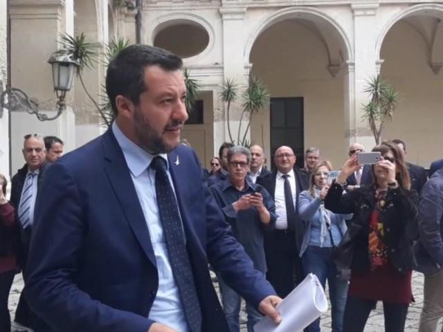 Squinzano, due Italie a confronto: da una parte Salvini e i leghisti, dall'altra le Sardine. Sullo sfondo le Regionali