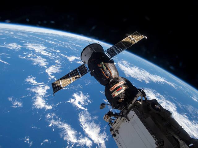 Manovre sulla Stazione Spaziale Internazionale: la Soyuz cambia 'parcheggio'