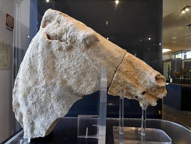 Esposto reperto in tempio Hera Lacina
