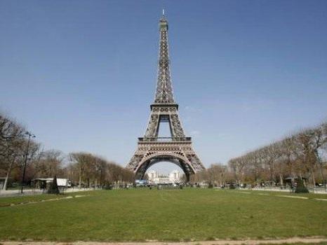 Francia, ancora scioperi contro la riforma delle pensioni: Tour Eiffel chiusa