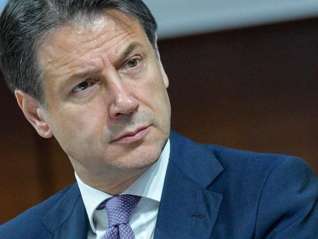 Coronavirus, Giuseppe Conte: 'Falso che le restrizioni saranno prolungate fino a luglio'