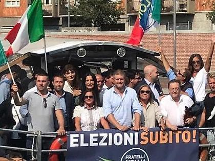 """Fdi, flashmob sui navigli milanesi. Fidanza: """"Difendere il genio italiano in Italia e nel mondo"""""""