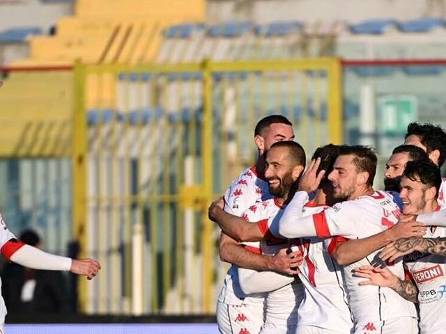 Casertana-Bari 0-2: Antenucci e Montalto riportano alla vittoria i biancorossi