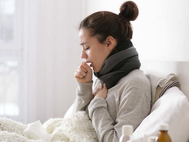 Andateci piano con i medicinali per calmare la tosse. Prima ci sono le bevande calde, il miele e il sale