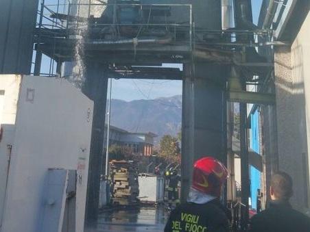 Incendio alla Triveneta Pacchetti. ? il secondo in pochi giorni /Foto
