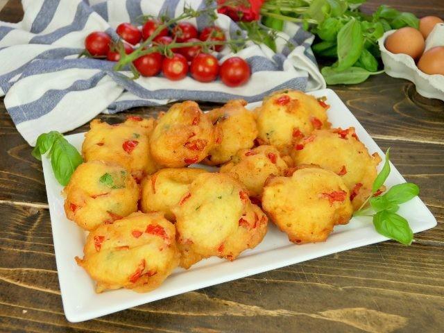 Frittelle al pomodoro: la ricetta dell'antipasto facile e veloce