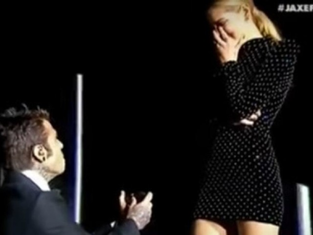 Fedez pubblica retroscena e dedica della proposta di nozze alla Ferragni, video