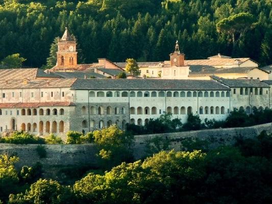 """Come la Certosa di Trisultidiventerà la """"scuola di sovranismo"""" di Bannon"""