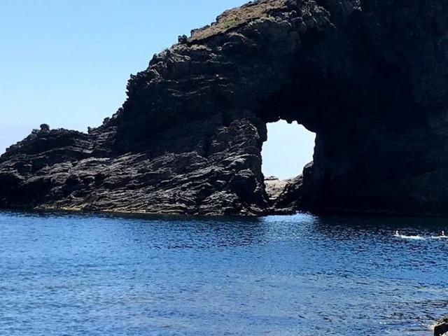 Pantelleria, una perla nera incastonata nel Mediterraneo