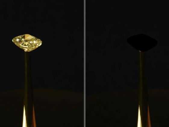 Lo vedete il diamante? Ecco il materiale più scuro al mondo