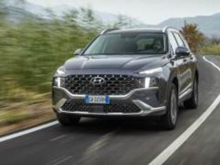 Arriva la nuova Hyundai Santa Fe: ibrida, 7 posti e 4x4. Eccola in video