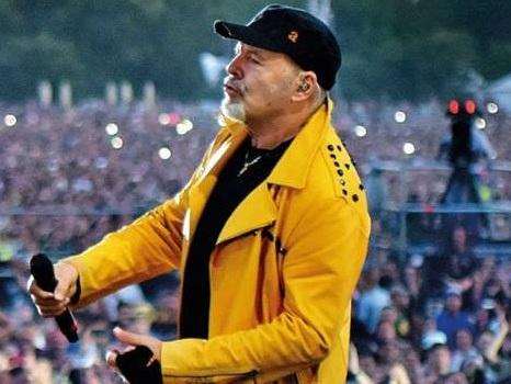 """Vasco Rossi e la """"convinzione di continuare"""" dopo Modena Park: nuova video anteprima dal film-concerto"""
