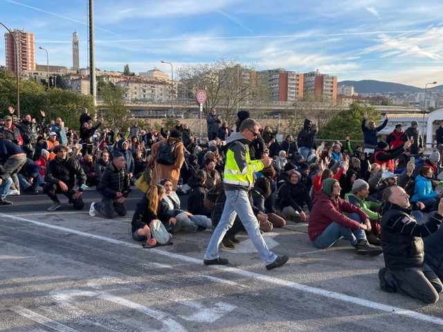 NoGreen pass, prosegue la protesta a Trieste