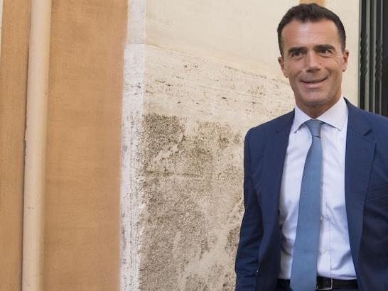 """Secondo i giornali, Sandro Gozi, candidato alle prossime elezioni europee con """"En Marche"""", è indagato per una """"consulenza fantasma"""""""