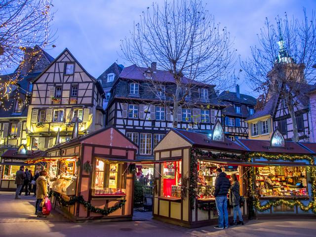 Alsazia, nei mercatini si respira già profumo di Natale