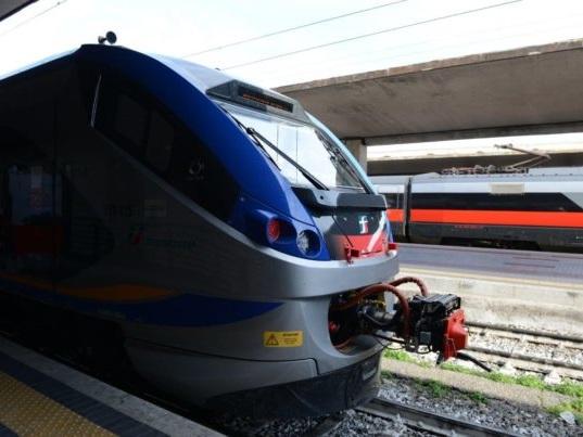 Treni pendolari: due nuovi jazz (con 300 posti a sedere) consegnati alla Regione Toscana