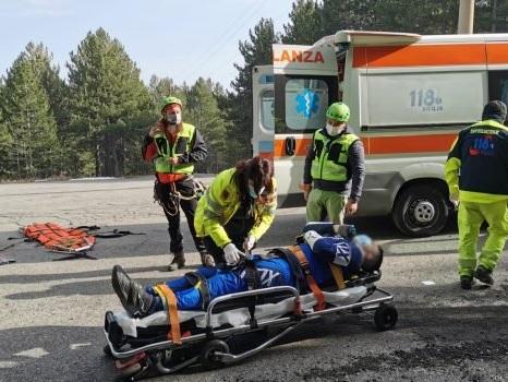 Ciclista cade e si infortuna sul versante nord dell'Etna, salvato dal soccorso alpino