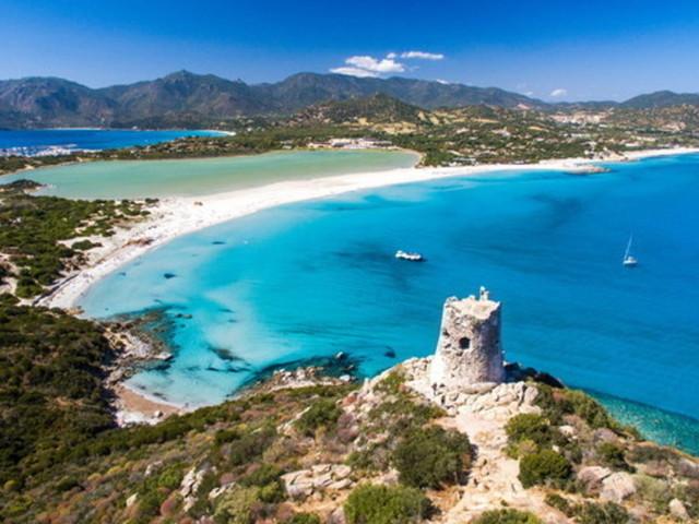 """Covid, la Sardegna non è più """"blindata"""": stop atampone eobbligo di registrazione per chi arriva"""