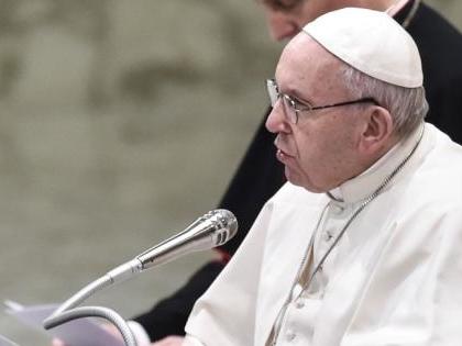 """Papa Francesco fa appello all'Europa: """"Fate sbarcare i migranti"""""""