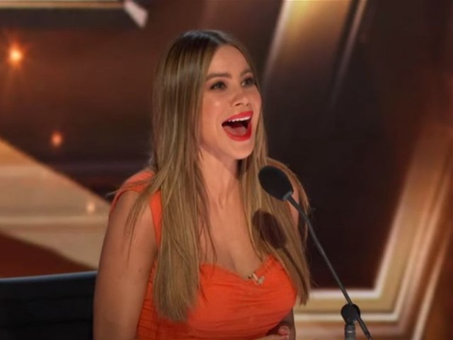 La tenera reunion di Modern Family ad America's Got Talent: una sorpresa per Sofia Vergara (video)