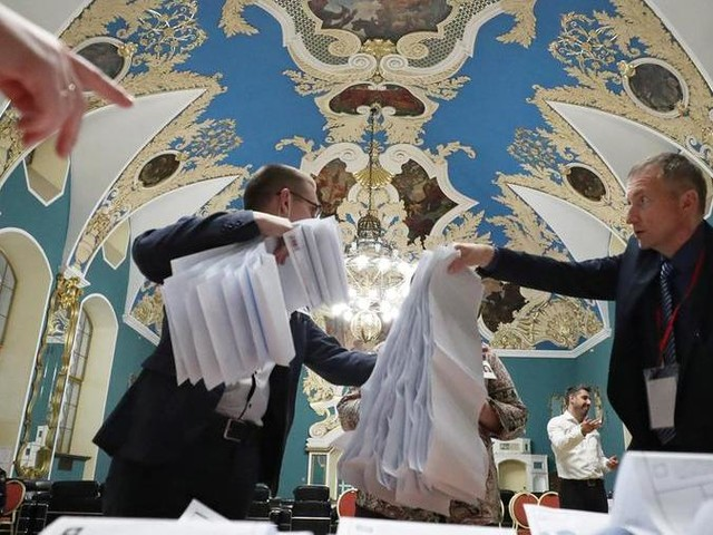Elezioni in Russia, exit poll: il partito di Putin cala ma è primo al 39%, boom dei comunisti col 25%