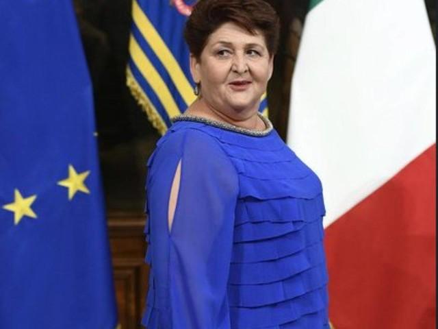 Polemiche sullo stile della ministra Bellanova: Boldrini e Renzi la difendono, Enzo Miccio approva