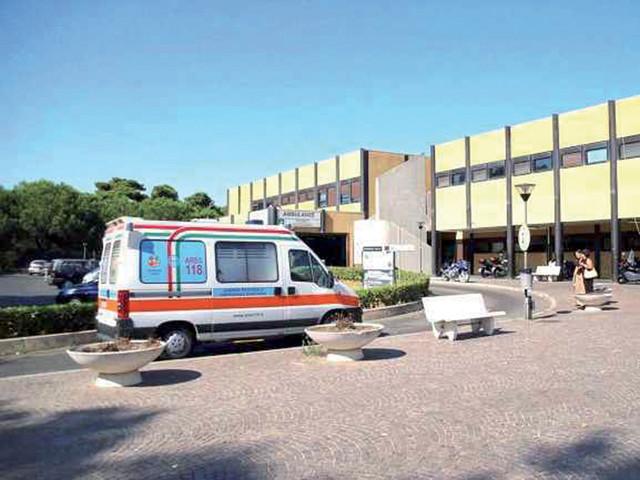 Ostia, si schianta contro il muro dell'ospedale: morto sul colpo