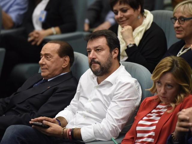 Tutte le giravolte della destra di Salvini e Meloni