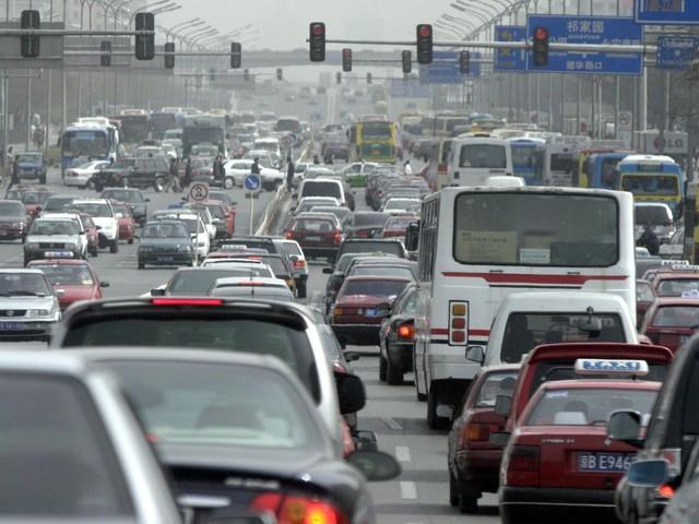 Cina - Allo studio il blocco dei veicoli a motore termico