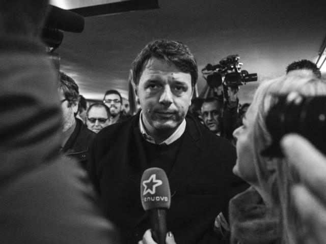 Matteo Renzi si riprende ancora il Pd: rilancia la coalizione (contro Berlusconi) e incassa il sì di Emiliano, l'astensione di Orlando
