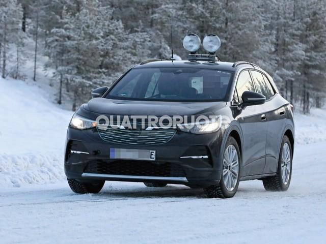 Volkswagen ID.4 - La Suv si traveste da Opel per i collaudi sulla neve