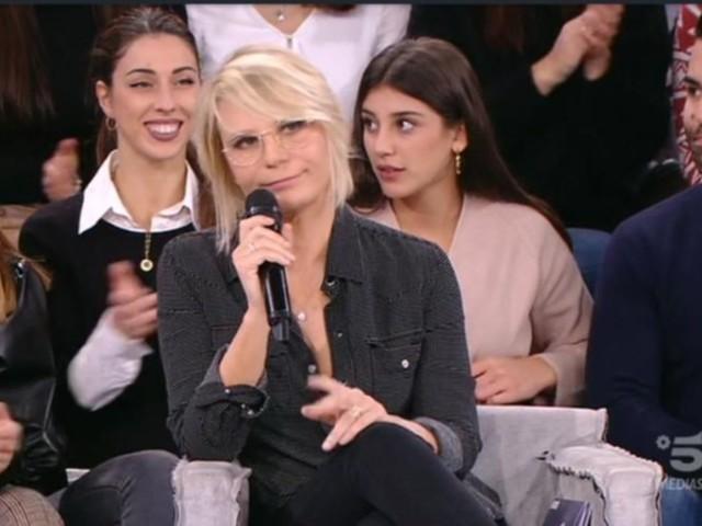 """Amici 19, Maria De Filippi sbotta in diretta: """"Questo lo devono dire gli altri, non tu"""""""