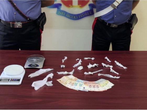 Sorpreso a casa con droga pronta per essere spacciata: arrestato 28enne