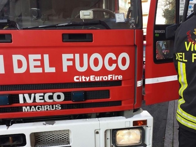 Pescara, incendio in via Trento: salvata un'anziana