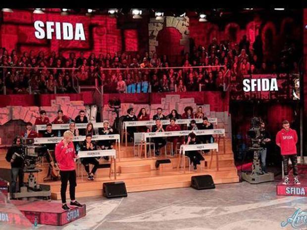 Amici 17, riassunto: Biondo vince la sfida, Luca contro Zerbi 'Hai rifiutato pure Emma e Giusy Ferreri!'