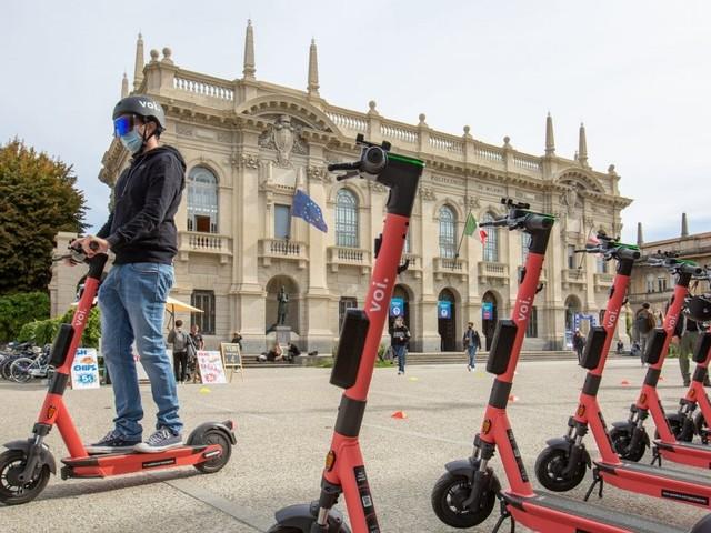 Milano, alcol test per i monopattini elettrici: via al test per la sicurezza. E il Comune lancia la campagna social